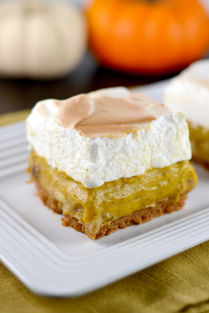 Pumpkin Banana Cream Pie Bars with Marshmallow Topping