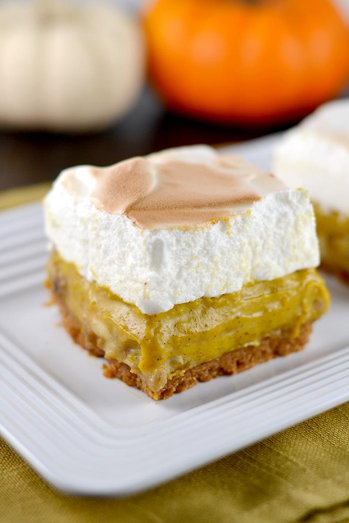 Pumpkin Banana Cream Pie Bars with Marshmallow Topping