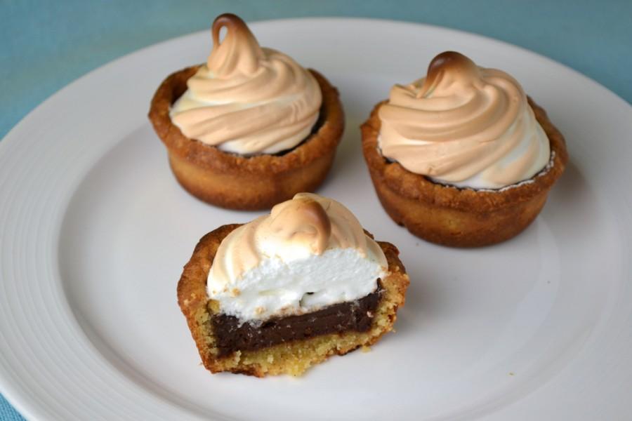 Mini Chocolate Almond Meringue Tarts